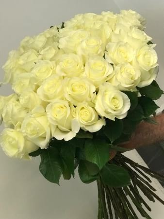 White Rose Bouquet All our Roses are delivered with preservative and in a wet Gel pack to keep the roses fresh