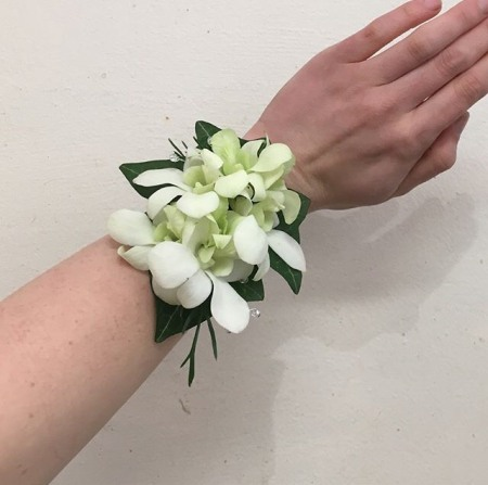 Wristlet Corsages and Buttonholes